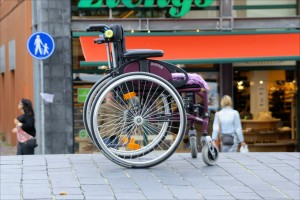 Abandoned Wheelchair, aut. Hindrik Sijens, CC BY-NC-SA 2.0, Flickr.com