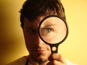 Magnifying glass, aut. Rafael Anderson Gonzales Mendoza, CC BY-NC-SA 2.0, flickr